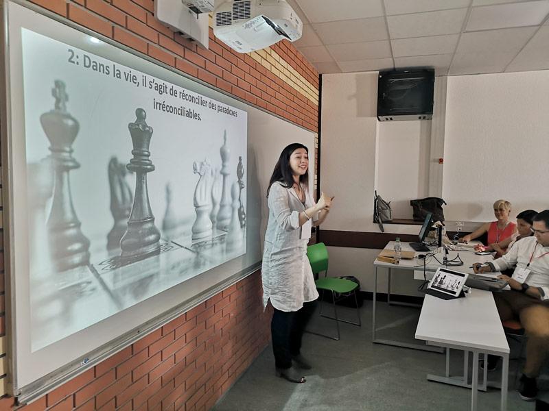 Esther Kornexl, faciitatrice spécialisée en ludo-pédagogie et créativité