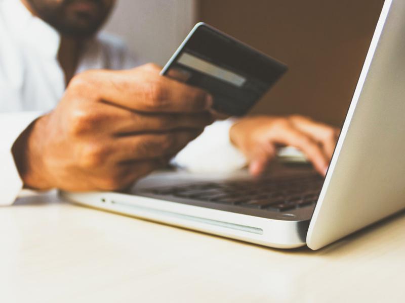 carte bleue ordinateur ecommerce B2B client potentiel marché